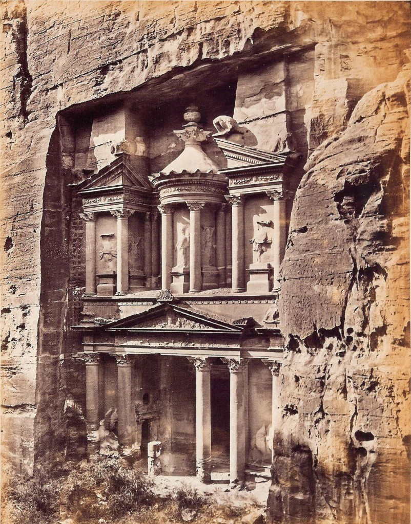 Petra (Giordania). El-Khasne, uno dei simboli dell'opulenza della città nabatea  (Frank Mason Good, 1865)