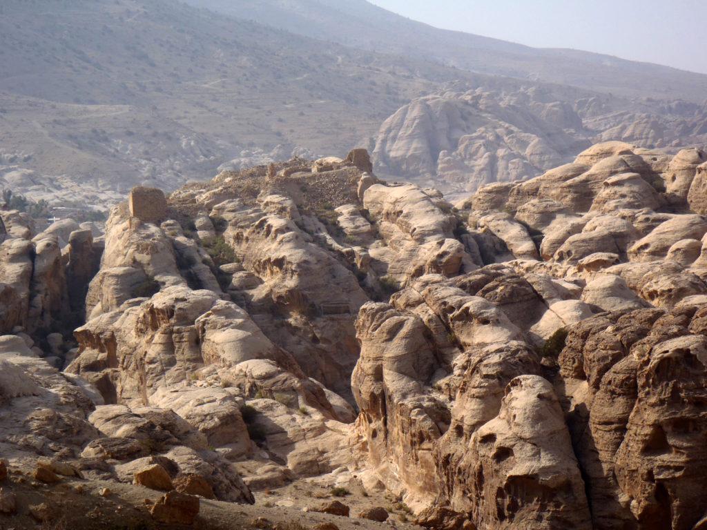 Al-Wu'ayra (Petra, Giordania).   Il castello crociato e l'area della necropoli-santuario (foto A. Vanni Desideri novembre 2013)