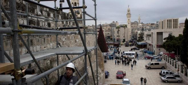 Betlemme, la Chiesa della Nativita sotto le impalcature